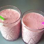 Молочно полуничний коктейль
