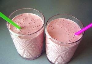 Молочно клубничный коктейль