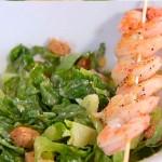 Салат цезар з смаженими креветками