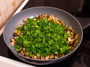 Гнездышки из картофеля с грибами