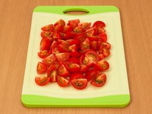 Спаржа, жаренная с куриным филе и помидорами