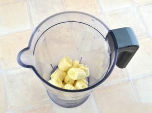 Молочний коктейль з морозивом і бананом