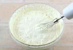 Двоколірний сирний торт