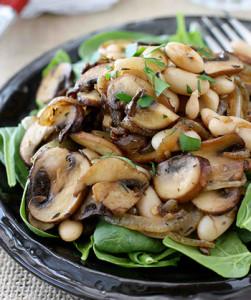 Салат з грибами та квасолею на зиму