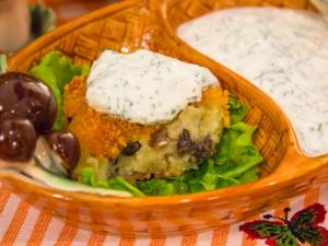 Картопляно грибні котлети зі сметанним соусом