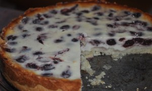 Вишневый пирог со сметанной заливкой