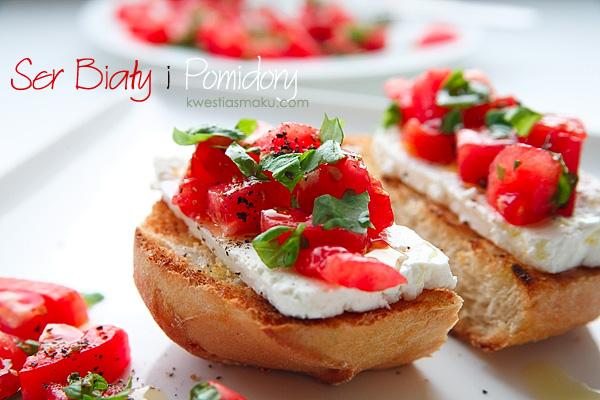 Бутерброд з білим сиром, помідорами та базиліком