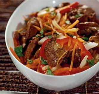 Теплий салат з печінкою