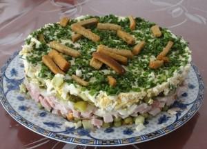 Новорічний салат «На траві дрова»