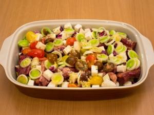 Свинячі реберця, запечені з овочами