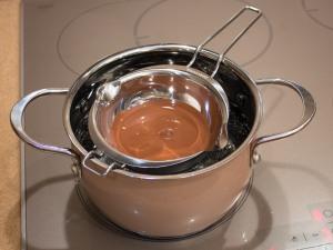Шоколадний пиріг з карамелізованими грушами