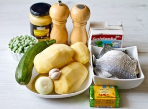 Дорада з картопляним гарніром і вершково гірчичним соусом