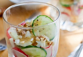Картофельный салат с белым сыром и зеленью