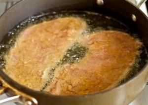 Шніцель зі свинячої вирізки з соусом тартар