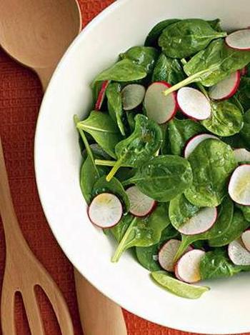 Салат зі свіжого шпинату