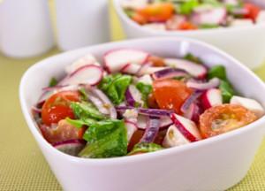 Салат из редиса с белым сыром