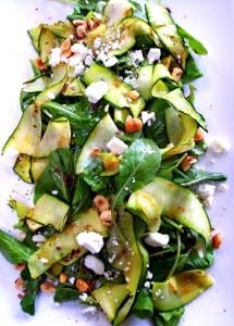Салат из шпината и цуккини