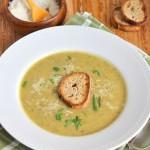 Суп з цукіні з часниковими грінками