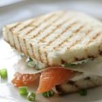 Сэндвич с сыром и семгой
