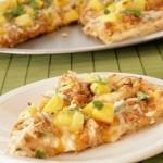 Пицца с курятиной и ананасами