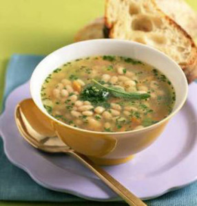 Постный суп с фасолью и орехами