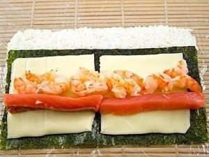 Роллы с лососем и креветками — фоторецепт суши роллов