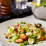 Салат з мідіями у вині, редискою і огірком