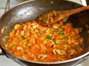 Смажена тріска з томатно грибним соусом
