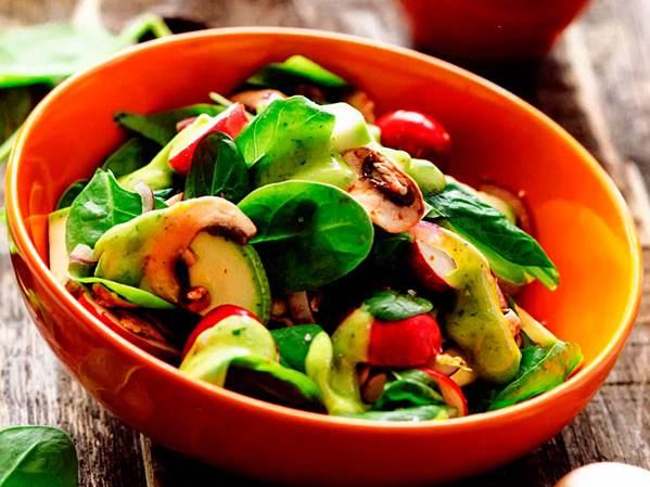 Салат з кабачків, грибів і редиски