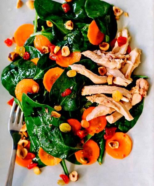 Салат из шпината с цыпленком