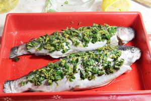 Запеченная рыба с мятой и лимоном