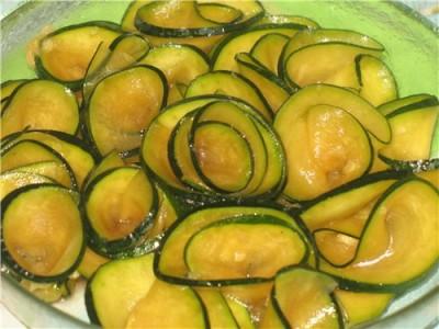 Гострий салат з кабачків на зиму