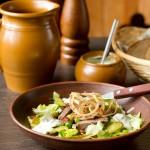 Салат з язика з зеленим горошком