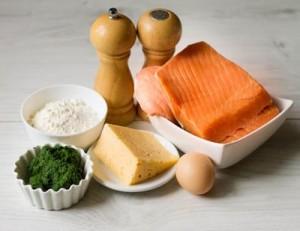 Штрудель з лососем і шпинатом