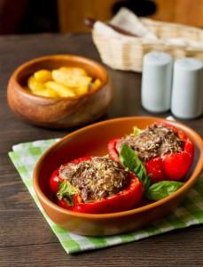 Запечений солодкий перець з мясом і овочами