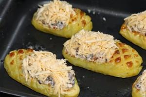 Картофельные лапти фаршированные грибным жульеном