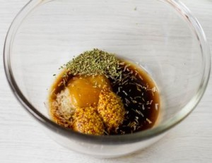 Курка в пікантному маринаді, запечена у фользі