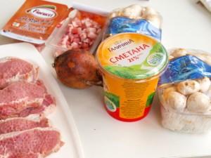 Шницель из свинины с шампиньонами и беконом