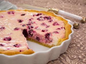Пирог с творожно вишневым кремом