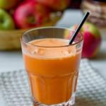 Морквяно-яблучний сік з імбиром