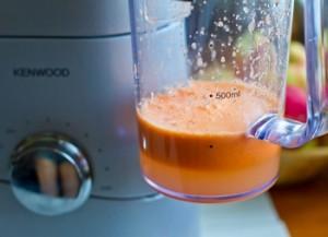 Морковно яблочный сок с имбирем