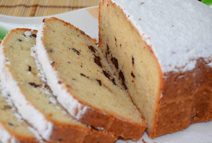 Простий кекс з шоколадом в хлібопічці