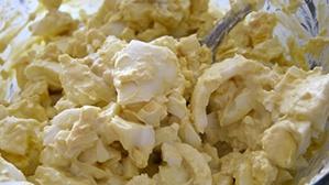 Салат з кальмарами і яйцем