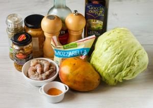 Салат з креветок з манго, міні моцарелою і медовою заправкою