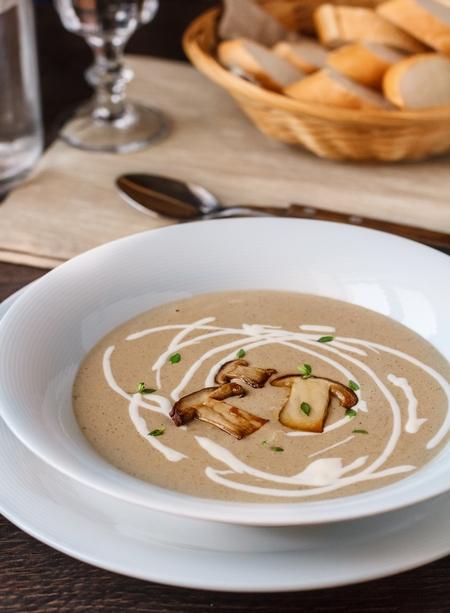 Суп-пюре з білих грибів