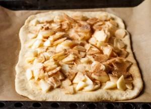 Яблучний пиріг на дріжджовому тісті