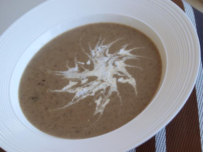 Грибной крем-суп из шампиньонов и сухих белых грибов