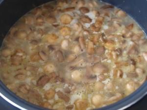 Грибний крем суп з шампіньйонів і сухих білих грибів