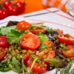 Салат з машом, черрі і чебрецем