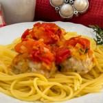 Тефтелі з моцарелою в томатному соусі